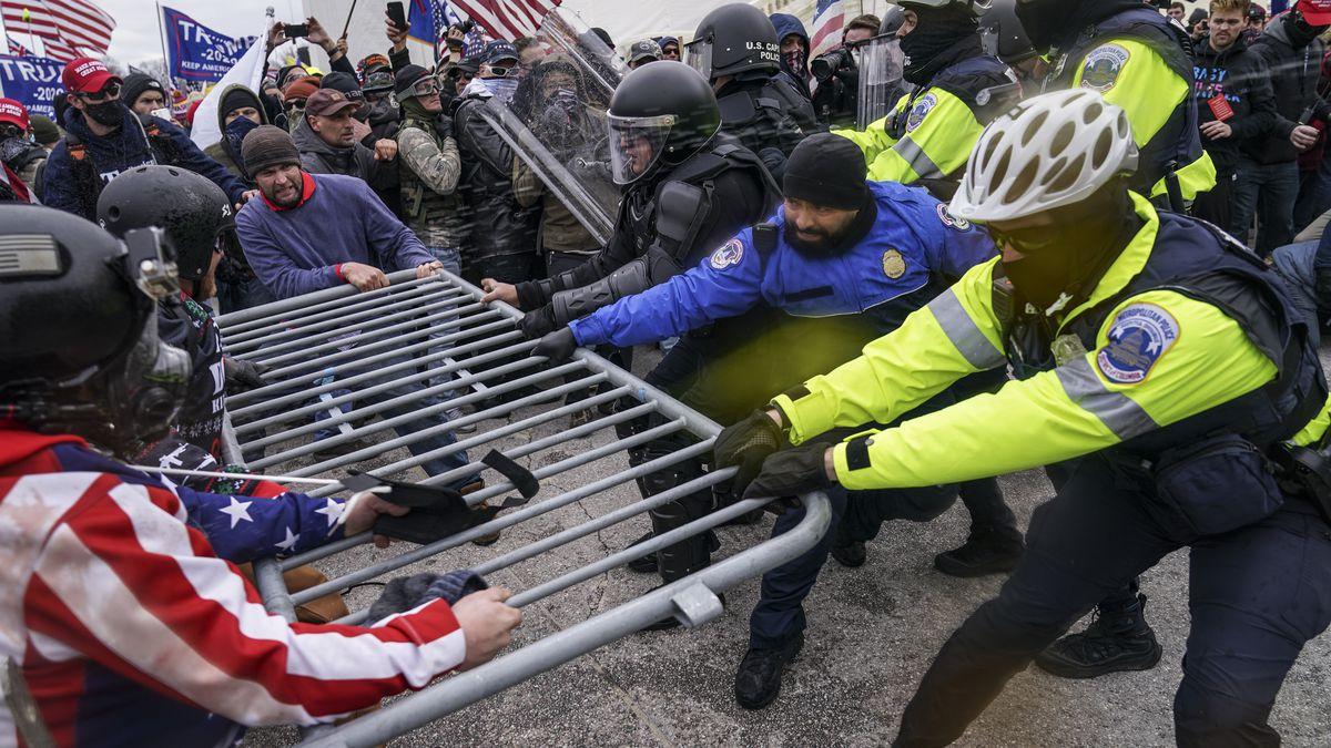 'I had the bear spray and a baseball bat': Oregon Congressman Peter DeFazio recounts Capitol insurrection - OPB News