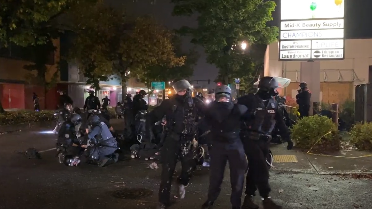 Portland Police make blanket arrests minutes after Saturday protest starts