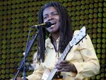 Singer-songwriter Tracy Chapman, performing in Carhaix-Plouguer, France in 2006.