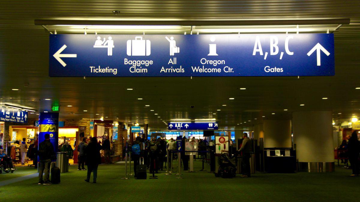 Lawmakers Meet With TSA, Air Traffic Controllers At PDX Amid Shutdown