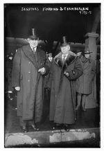 Sens. Warren G. Harding, left, and George E. Chamberlain in New York in January 1919.